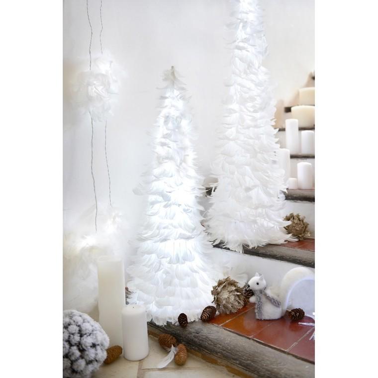 Sapin conique à leds et plumes blanches 80 cm 122153