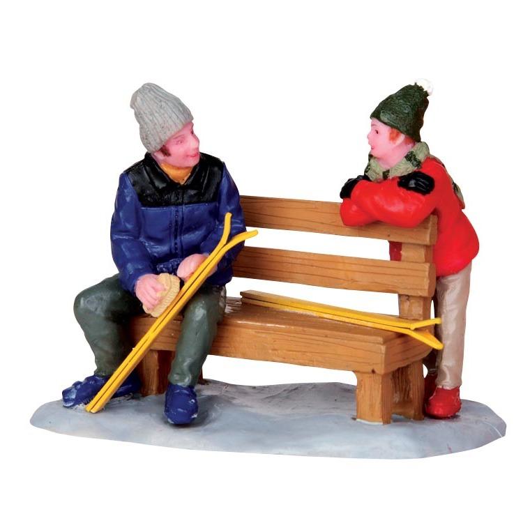 Figurine Skieur assis sur un banc 7.8 x 4.2 x 5.6 cm 211586