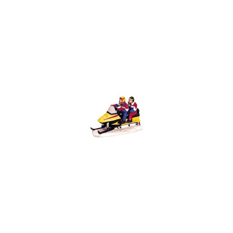 Figurine Lemax Couple sur scooter de neige 243449