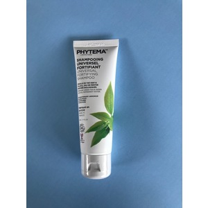 Shampooing universel fortifiant bio cheveux normaux. Le tube de 50 ml 695352