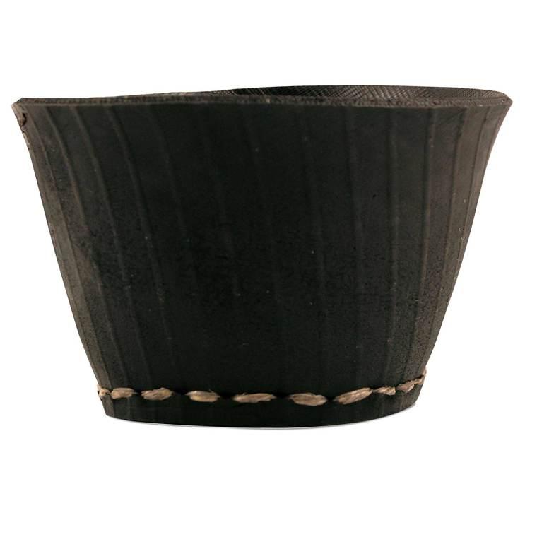 Pot moyen noir en pneu recyclé 20x12,5 cm 629732