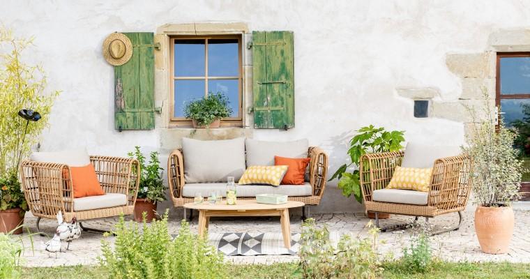 Salon de jardin Sinaris beige composé d'une banquette, de deux fauteuils et d'une table basse L000224
