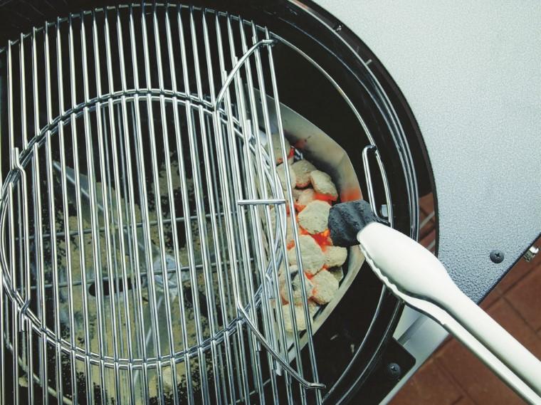 Barbecue Performer Weber et sa housse de protection L000237