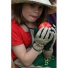 Gants de jardinage enfants broderie radis 6 8 ans for Gants jardinage 2 ans