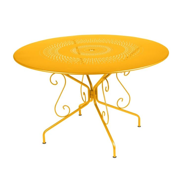 Table Montmartre Fermob en acier coloris miel Ø 117 cm 418040