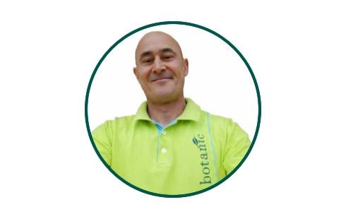 David, hôte de caisse botanic® Villeneuve-Lez-Avignon