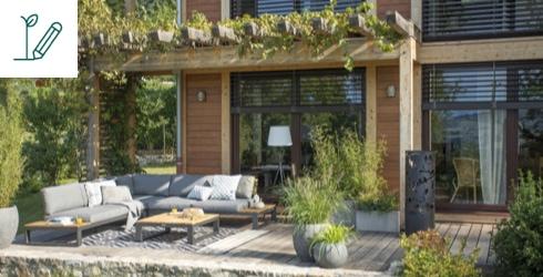 Terrasse de maison aménagée et ensoleillée
